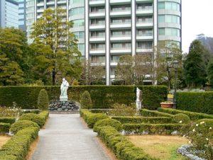 14「東京ツインパークス」外観と(隣接の)公園